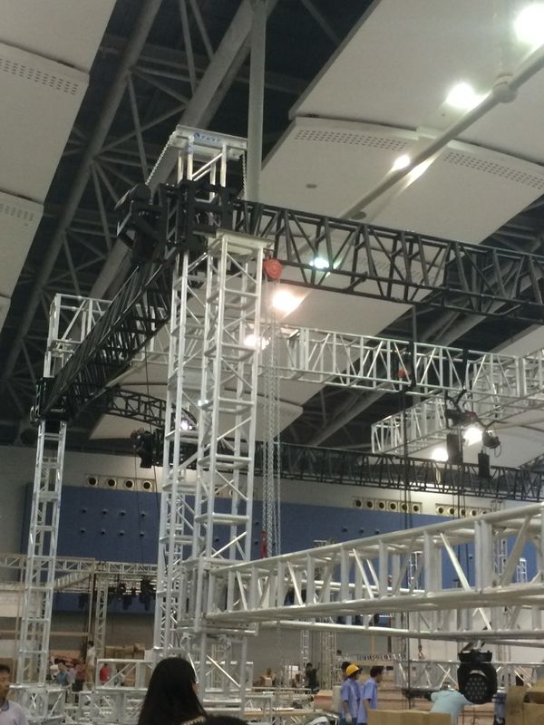 Outdoor Fashion Circular Lighting Truss For Music Radio Show Event